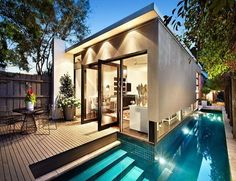 Cottage with a pool and a cosmopolitan attitude