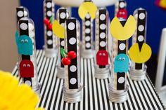 Tubetes decorados com personagens e detalhes do tema Pac Man Foto: Luciana Cardoso Fotografia