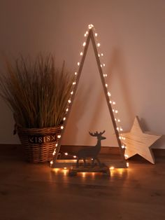 Simple But Creative Christmas Tree DIY For Your Inspiration; DIY The Coolest Christmas Tree; Creative Christmas Trees, Wooden Christmas Trees, Xmas Tree, Simple Christmas, Rustic Christmas, Vintage Christmas, Christmas Is Coming, Christmas Time, Christmas Door Wreaths