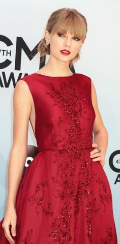 Taylor Swift in Elie Saab Taylor Swift Videos, Taylor Swift Style, Taylor Alison Swift, American Music Awards, Beautiful Girlfriend, Elie Saab, Lady In Red, Celebs, Celebrities Fashion