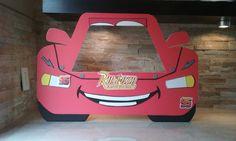 Super lindo Rayo McQueen cabina marco, 100% hecho a mano con espuma tablero, espuma de Eva y el amor. Inspirado en películas de Disney Cars.