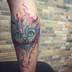 Tatuagem feita por @tyagochronos!  O que você acha dessa tattoo? Quem ela te lembra?  #cat #gato #alice #filme #movie #cute #cool #awesome #amazing #pretty #sweet #linda #fofa #perfeita #beautiful #style #photo #good #best #tattoo #ink #tatuaje #tatuaggio #tatouage #tatuagem #tattoo2me #t2m #art #arte