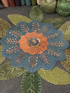 Embroidery stitches wool penny rugs ideas for 2019 Motifs Applique Laine, Wool Applique Quilts, Wool Applique Patterns, Wool Quilts, Wool Embroidery, Felt Applique, Wool Rugs, Felted Wool Crafts, Felt Crafts