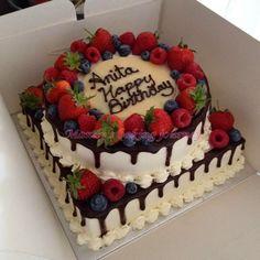 Mandy's baking journey: Two tiered Forest fruit cake - Kuchen/Torten - Food Cakes, Cupcake Cakes, Fruit Cupcakes, Cake Decorated With Fruit, Fruit Cake Design, Fruit Birthday Cake, Fresh Fruit Cake, Tres Leches Cake, Birthday Cake Decorating