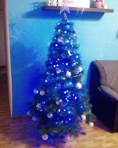 Reposting @braulio1984: Xmas time! Y llegó la Navidad!! #xmas #christmas #tree #arbolitodenavidad #azul #blue #white #home #fotodemierda #instagood #instalike #navidad #santaclaus #reyesmagos #papanoel #instagram #tenerife #canarias #lafotonohacejusticia #happy #bolasdenavidad #merrychristmas #hohoho