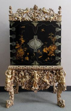 A Charles II Black Japanned Cabinet with Original Giltwood Crest and Stand , circa 1680 - Hyde Park Antiques, Ltd. Asian Interior Design, Top Interior Designers, Best Interior, House Paint Interior, Modern Asian, Antique Cabinets, Objet D'art, Dining Room Design, Dining Rooms