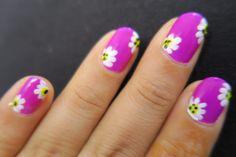Floral nails #ishanailart #floralnails #designyournailsbyisha #nailart #naildesign