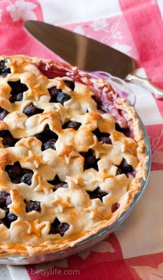 Memorial Day is right around your corner. Kick your summer off on a festive note with this cute blueberry pie recipe | Betsylife.com