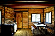 Stunning 88 Rustic Small Cabin In The Wood https://architecturemagz.com/88-rustic-small-cabin-in-the-wood/