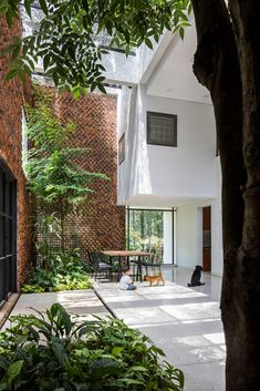 CTA Creative Architects uses perforated bricks to form Wall House Luz Natural, Natural Light, Green Building, Building A House, Concrete Cover, Vietnam, Square Windows, Two Storey House, Open Wall