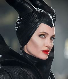 Whether Angelina Jolie's makeup artist Toni G was connected to the great white powder incidents of a few weeks back isunclear. Seems unlikely; they've worked together for nearly a decade. Along with a little prosthetic assistance, however, Toni G was responsible for Angelina Jolie's dramatic facial contours in Disney's Maleficent, which opens this Friday. She's alsothe artist behind the MAC Maleficent collection. In a recent interview she revealed her techniques for sculpting che...