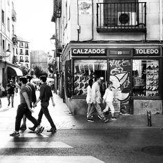 Dingo en Toledo. @dingoperromudo #dingoperromudo #calletoledo #graffiti #StreetArt #StreetPhotography #street #madrid #españa #estoes_espania #estoes_madrid #madridcentro #fb #citylife #madridmemola