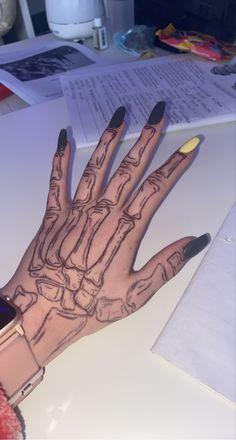 Henna Tattoo Hand, Poke Tattoo, Bone Hand Tattoo, Skeleton Hands Drawing, Skeleton Tattoos, Drawings On Hands, Mini Tattoos, Small Tattoos, Cool Tattoos