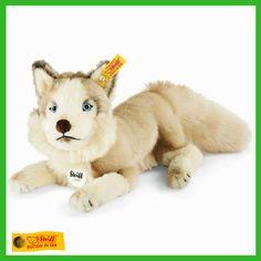 A husky's howl can be heard from up to ten miles away! #wildlifewednesday #steiff #husky #winter