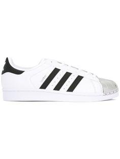 79a7c799df21 ¡Consigue este tipo de deportivas de Adidas ahora! Haz clic para ver los  detalles