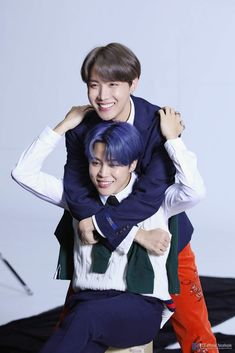 Image shared by 𝔤𝔬𝔩𝔡𝔢𝔫 𝔦𝔡𝔬𝔩 ⁷̶. Find images and videos about bts, jungkook and taehyung on We Heart It - the app to get lost in what you love. Bts Boys, Bts Bangtan Boy, Bts Taehyung, Bts Jungkook, Seokjin, Kim Namjoon, Jung Hoseok, K Pop, Bts Memes