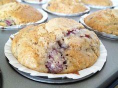 Muffins de maiz y cerezas