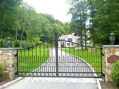 Past Projects: Euro Fence » Wrought Iron Driveway Gates » 162-I