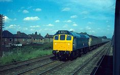 Class piloting a London express south of Leicester in June 1972 Electric Locomotive, Diesel Locomotive, British Rail, Train Set, Leicester, Rats, The Unit, London, Pictures