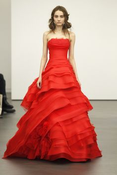 Vera Wang I would never do this, but I've always admired people who choose an alternative color for their wedding dress! Red Wedding Dresses, Luxury Wedding Dress, Dream Wedding, Beautiful Gowns, Beautiful Outfits, Pretty Outfits, Pretty Dresses, High Fashion Dresses, Red Chiffon