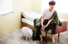 Ngẩn ngơ ngắm Lay (EXO) khoe vẻ gợi cảm trong bộ ảnh mới - Ảnh 1.