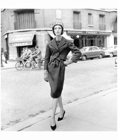 Yves Saint Laurent for Dior 1959, photo Willy Maywald