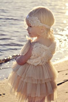 Storybook Hearts - Crafting Storybook Weddings: Flower Girl Accessories: Headbands and Baskets. The look I'm going for with my flower girl Gatsby Wedding, Dream Wedding, Tipi Wedding, Gold Wedding, Rustic Wedding, Flower Girls, Flower Girl Dresses, Girls Dresses, Kind Photo
