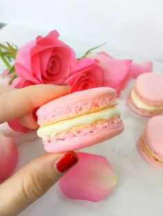 Almond Cherry French Macarons - Going for Grace Macaron Filling, Macaron Flavors, Macaron Recipe, Bakery Recipes, Gourmet Recipes, Cookie Recipes, Dessert Recipes, Gourmet Foods, Yummy Cookies