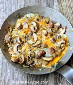 Yumurtalı Mantar Kavurması    -  Nesrin  Kismar #yemekmutfak Bugün yaptığım yemek en basitinden ama çok lezzetli bir mantar yemeği. Kültür mantarları ile yapabileceğiniz gibi taş mantarı ya da külah mantarı gibi farklı mantar çeşitleriyle de aynı tarifi değerlendirebilirsiniz.