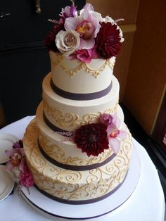 Wedding cake and natural flowers