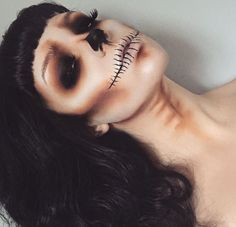 Trucco Horror: i make-up più belli per Halloween - Chiara Monique Halloween Inspo, Halloween Makeup Looks, Women Halloween, Halloween Halloween, Halloween Skull Makeup, Halloween Vampire, Skeleton Face Makeup, Skeleton Makeup Tutorial, Skull Face Makeup
