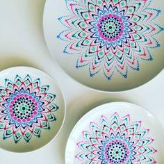 Etagère lagen #stippen #stipstijl #dotsdesign #dots #porcelain #ikwilinhetstippenboek - @dipenstip Mandala Painting, Dot Painting, Painting Tips, Pottery Painting, Ceramic Painting, Candle Box, Mandala Dots, Kindness Rocks, Painting Inspiration
