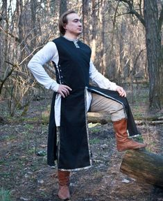 Fantasy surcoat Medieval surcoat LARP Linen by InspirationAtelie Medieval Tunic, Medieval Costume, Renaissance Clothing, Medieval Fashion, Renaissance Outfits, Medieval Outfits, Larp, Grandma Dress, Fantasy Party