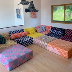 Furniture Projects, Furniture Design, Floor Seating, Home Trends, Modular Sofa, Interior Modern, House Rooms, Interiores Design, Sectional Sofa