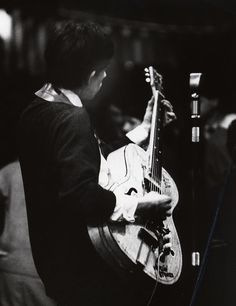 Keith Richards / Gallotone Valencia Guitar / Reslo Ribbon Microphone