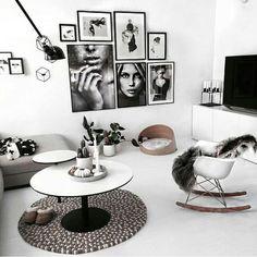 Zwart wit posters aan de muur woonkamer
