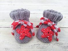 Hand Knit Baby  Booties, Crochet Star Appliqué Booties, 0-6 months size, Red, Cream Tan Star Motive Booties. Starfish Booties by heaventoseven on Etsy