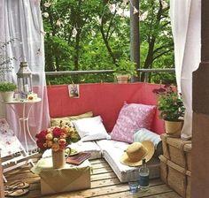 Αλλαγή εποχής και το μπαλκόνι θέλει κι αυτό την ανανέωσή του για να γίνει μικρή όαση, το δροσερό καταφύγιό σου για τις μέρες και νύχτες του καλοκαιριού. Ακόμη και το πιο μικρό μπαλκονάκι μπορεί να...