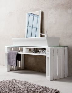 Pallet bathroom cabinet vanity: in white, beige, grey and blue Pallet Crates, Old Pallets, Recycled Pallets, Wooden Pallets, Pallet Designs, Pallet Ideas, Pallet Projects, Diy Pallet, Pallet Wood