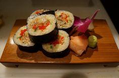 "Sushi - Soft Shell roll -Gefrituurde ""soft shell"" krab met komkommer, salade, tobiko en pikante mayonnaise"