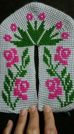 Diy Crafts - This Pin was discovered by Fer Crochet Boot Socks, Crochet Slippers, Diy Crafts Images, Crochet Slipper Pattern, Knit Shoes, Crochet Borders, Tunisian Crochet, Drops Design, Baby Booties