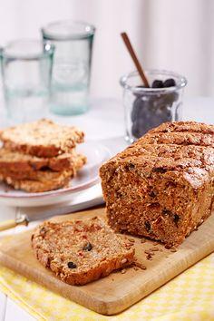 Ein frisches Brot mit Oliven für den Brunch, die Grillparty oder das Picknick