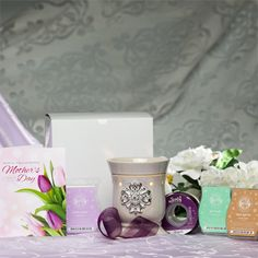 This Mother's Day, give the special mom in your life something she'll really love — Scentsy! This box of goodies is perfect for Mother's Day: Simply wrap it up and write a heartfelt message in the Sincerely Scent card. You're sure to make her day. Great Mothers Day Gifts, Mothers Day Special, Mother Day Gifts, Gifts For Mom, Great Gifts, Gift Ribbon, Perfect Mother's Day Gift, Shopping Day, White Gift Boxes