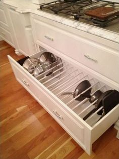 Better Kitchen Organization: File Your Pots and Pans In Drawers! - Better Kitchen Organization: File Your Pots and Pans In Drawers! Drawer Organizing ideas from The - Smart Kitchen, Kitchen Pantry, New Kitchen, Organized Kitchen, Awesome Kitchen, Cheap Kitchen, Country Kitchen, Messy Kitchen, Narrow Kitchen