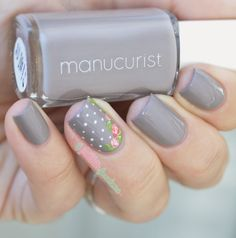 "Manucurist Gris // Romantique + Alerte concours : Manucurist gris - collection automne ""what Paris is"" - gray nails with romantic roses Gray Nails, Pink Nails, Fancy Nails, Trendy Nails, Nagellack Design, Rose Nail Art, Wie Macht Man, Nails 2018, Pin On"