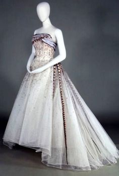 HISTORICAL 1960 BEST DRESSES