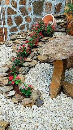 63 Beautiful Front Yard Rock Garden Landscaping Ideas - Page 45 of 64 Garden Yard Ideas, Garden Crafts, Diy Garden Decor, Garden Projects, Garden Art, Backyard Ideas, Landscaping With Rocks, Front Yard Landscaping, Landscaping Ideas