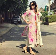 40 Ideas for how to wear wedges outfits blouses Pakistani Dresses, Indian Dresses, Indian Outfits, Simple Dresses, Casual Dresses, Fashion Dresses, Indian Attire, Indian Wear, Kurta Designs