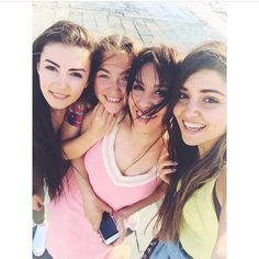 Hande Erçel Sisters Goals, Pole Star, Hande Ercel, Turkish Beauty, Handsome Actors, Better Together, Friend Pictures, Polaroid Film, Girl Face