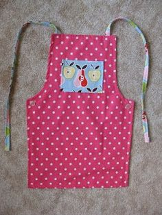 KawaiiWriting: Child's Apron Sewing Tutorial. it has button hole adjustable straps